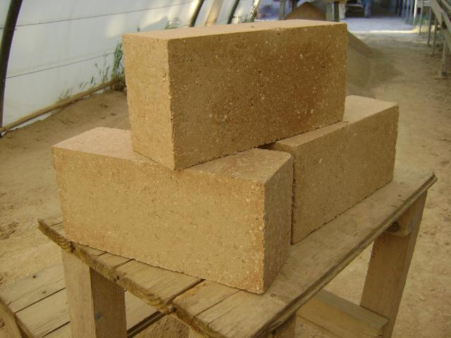 Rendez-vous le 01 octobre au Bas Quesnay pour une production de Briques de Terre Compressée (BTC) avec Enerterre