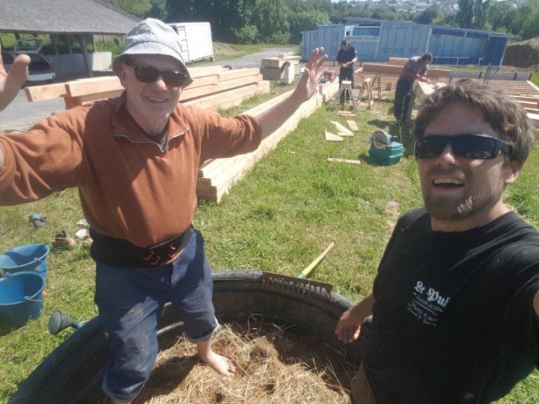 Du 21 au 25 septembre et du 18 au 22 octobre : chantier participatif dalle en terre chez Anne et Bertrand (50)